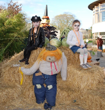 nina and maebh and the scarecrow