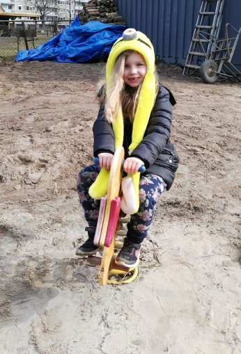kinderboederij - Maebh on toy