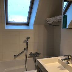 Bath tub top floor
